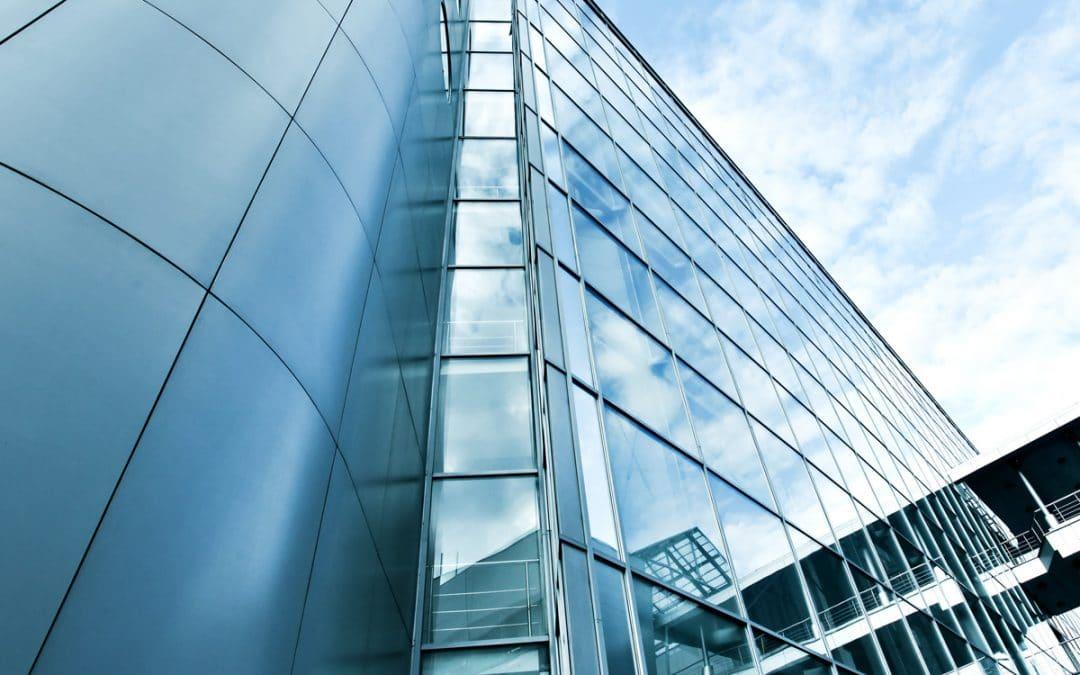 Revestimento de fachadas com alumínio: modernidade e retrofit